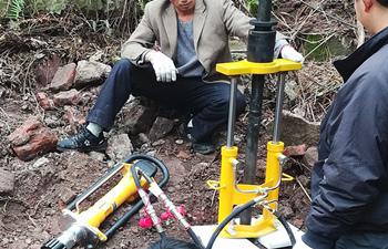 液压犀牛取土钻机应用在山地地区