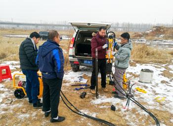 美国犀牛HPD液压手持式取土钻机天津交付使用