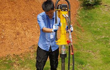 犀牛液压手持式取土钻机演示培训成功完成